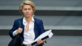 Rösler und von der Leyen uneins: Koalition streitet um Armutsbericht