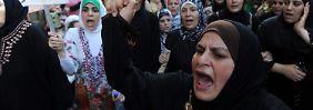 Würdende Musliminnen im Libanon.