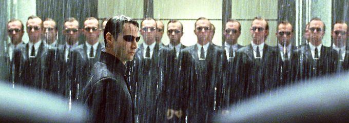 """Wenn es zu viel wird, muss eben der Geheimdienst ran: Szene aus dem Kinofilm """"Matrix Revolution""""."""