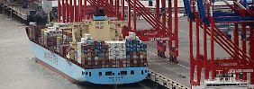 Deutscher Tiefwasserhafen eröffnet: Container-Riesen können nun anlegen