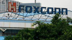 Foxconn schließt Werk in China: 2000 Mitarbeiter prügeln sich
