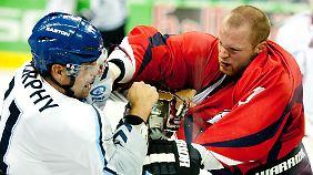 Beim Eishockey geht es nicht gerade kuschelig zu. (Symbolfoto)
