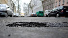 Einnahmen aus einer Maut könnten in den Straßenerhalt ...