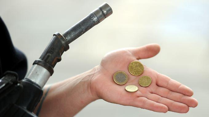 Die Benzinpreise erreichen in den vergangenen Monaten immer wieder neue Höhen: Für einen Liter Superbenzin wurden teilweise 1,70 Euro verlangt.