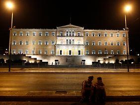 Das Parlamentsgebäude in Athen. Haben auch Politiker Geld ins Ausland geschafft?