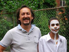 Vander Caballero (li.) neben seinem Alter Ego.