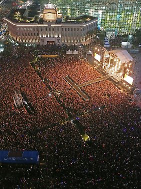 Zu einem Dankeschön-Konzert in der südkoreanischen Hauptstadt Seoul kamen 80.000 Fans.