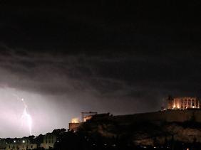 Endzeitstimmung über der Akropolis: Der Herbst kam mit Gewitter.