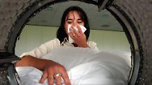 Aus hygienischer Sicht empfehle es sich, Wäsche von erkrankten Menschen bei mindestens 60 Grad zu waschen.
