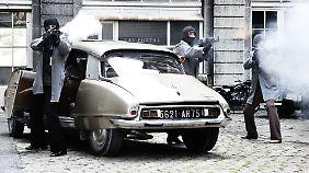 """Erst schießen, dann fragen: """"Les Lyonnais"""" im Einsatz in den 1970ern."""