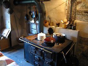 Das Kochen war früher eine zeitraubende Angelegenheit (Museumsküche im Morlokhof).
