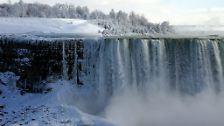 Die Niagara-Fälle sind zwar bekannter, aber viel schmaler: die Absturzkante ist nur etwa 790 Meter (kanadische Seite) bzw. etwa 360 Meter (US-amerikanische Seite) breit.