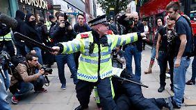 Zehntausende auf Londons Straßen: Briten lehnen Sparmaßnahmen ab