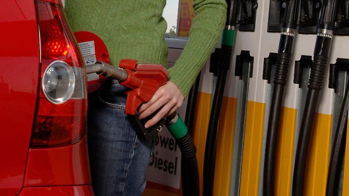 Diesel kostet aktuell an der Zapfsäule fast so viel wie Super.
