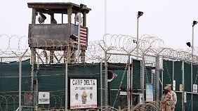 Überwachungsturm am Camp Delta des Lagers Guantánamo.