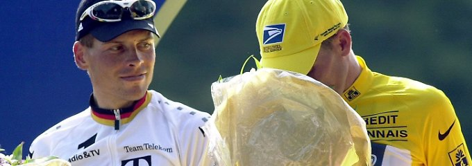 Keine Nachrücker: Lance Armstong, hier im Jahr 2001 nach der Tour de France neben Jan Ullrich.