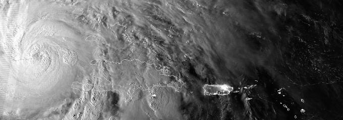 """Auf seinem Weg durch die Karibik mäht Hurrikan """"Sandy"""" alles nieder."""