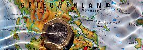 Landunter in Griechenland. Was tun, um den Euro über Wasser zu halten? Schuldenschnitt? Schuldenrückkauf? Die Geister scheiden sich.