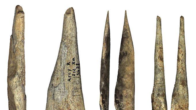 Während der archäologischen Kultur Châtelperronien hergestellte Knochenartefakte aus der Grotte du Renne.