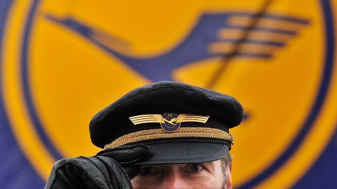Schon seit zwei Jahren schwelt ein Tarifstreit mit den Lufthansa-Piloten.