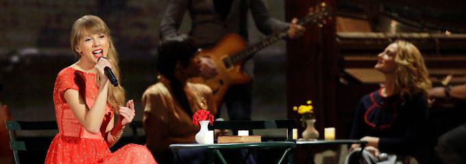 Preise heimste sie nicht ein, dafür aber heftigen Applaus bei ihrem Auftritt auf der Award Show in Nashville.