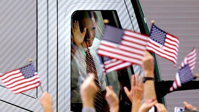 Romney ist noch immer mit seinem Bus unterwegs, um die Wähler zu überzeugen.