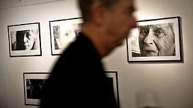 """In Frankfurt präsentiert Lou Reed Fotografien aus seinem neuesten Buch """"Rimes - Rhymes""""."""