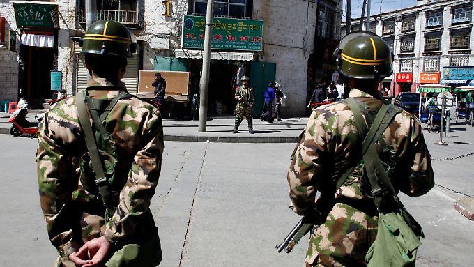 Chinesisches Militär ist allgegenwärtig in Lhasa.