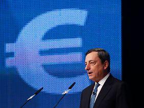 """Ein Satz, der nicht nur den Börsianern kalte Schauer über den Rücken jagt: Die neuesten Konjunktudaten deuten aut Draghi darauf hin, """"dass die Ausläufer der Krise nun auch die deutsche Wirtschaft erreicht haben."""""""
