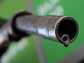 Der neue Biosprit wird wahrscheinlich etwas teurer sein als herkömmliche Treibstoffe.