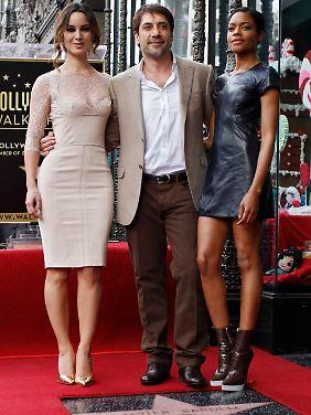 Die Schönen und das Biest: Bardem kam zur Stern-Verleihung mit Bond-Girl Berenice Marlohe (l) und Naomie Harris alias Moneypenny.