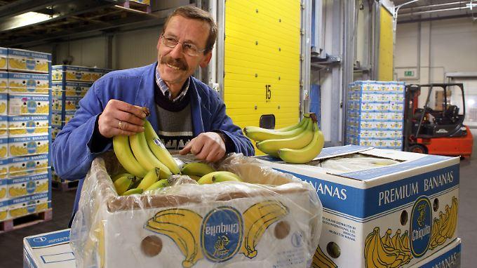 In deutschen Supermärkten dürfte es die krummen Dinger nun bald günstiger geben.