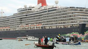 Venedigs Kreuz mit den Kreuzfahrtschiffen.