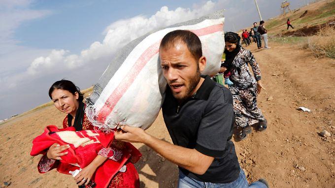 Mehr als 400.000 Syrer sind in den vergangenen anderthalb Jahren ins Ausland geflüchtet, allein am Freitag waren es Tausende.