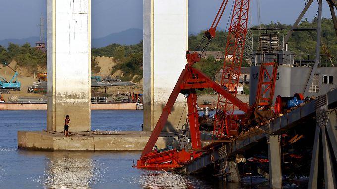 Diese Brücke stürzte ein. Es war der schwerste Erdstoß in der Region seit gut 20 Jahren.