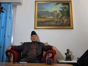 Nepals Premierminister Baburam Bhattarai, nebst kleiner Mao-Figur.