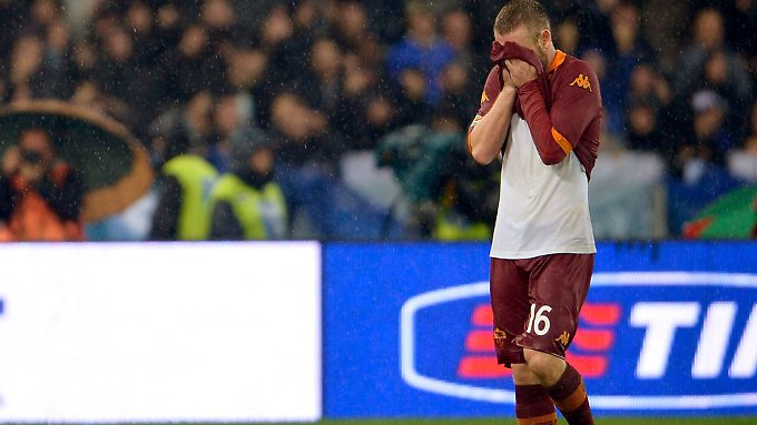 Untröstlich und doch selbst schuld: Daniele De Rossi  nach seinem Platzverweis.