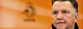 Eitel und erfolgreich, manchmal aber auch erfolglos: Louis van Gaal, der neue alte Trainer der niederländischen Fußball-Nationalmannschaft und von sich überzeugter als von anderen Kollegen - auch von Joachim Löw.