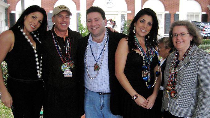 Enge Bande in Tampa: Nathalie Khawam, die Zwillingsschwester von Jill Kelley, David Petraeus, Scott Kelley, Jill Kelley, Holly Petraeus (v.l.n.r.).