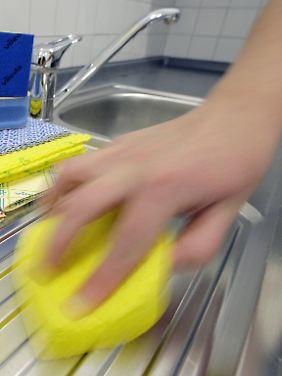 Spül- und Wischlappen sollten regelmäßig gewaschen und nach gewisser Zeit ausgetauscht werden.