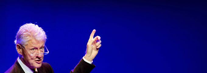 Drückt die Außenministerin nicht einfach weg: Bill Clinton.