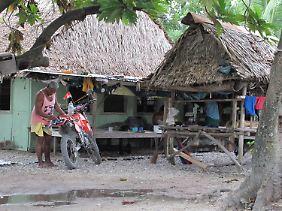 Kiribati ist überbevölkert, es gibt kaum Jobs, alles ist teuer und die Menschen sind bitterarm.