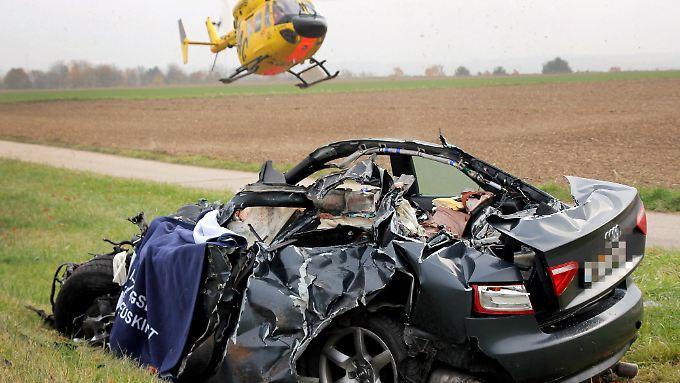 Der Autofahrer starb noch am Unfallort.