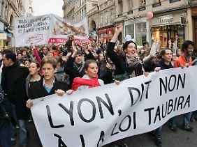 In Lyon gingen 22.000 Menschen auf die Straße, um gegen die Homo-Ehe zu demonstrieren.