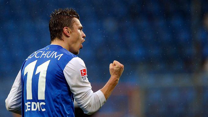 Bochums Zlatko Dedic bejubelt seinen Treffer zum 3:2.
