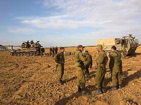 Israelische Soldaten an der Grenze zum Gazastreifen.