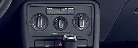 Viele Autofahrer schalten im Winter die Klimaanlage ab, da ihr Betrieb auch Kraftstoff kostet. Doch da wird am falschen Ende gespart.