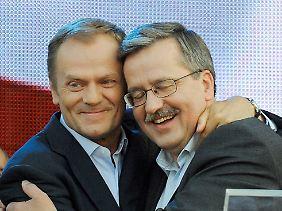Premier Donald Tusk (l.) und Präsident Bronislaw Komorowski sollen Ziel des Anschlags gewesen sein.