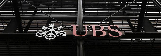 "Die Niederlassung der UBS in London: ""The biggest fraud in British history""."