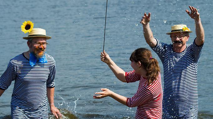 Ältere Bademoden wären möglicherweise eine Lösung.